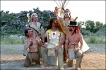 """""""Amerika"""": In einer Szene sind die Rammis ja als Indianer zu sehen. Wer hat den schwarzen Handabdruck im Gesicht?"""