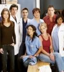 Was ist das erste, was Dr. Shepherd tut, als er sieht, dass Meredith mit Dr. Sloan redet?