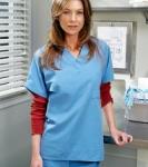Auf was fasst Meredith in der zweiten Staffel, als plötzlich eine Frau ihre Hand aus einem Mann herauszieht?