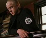 Band 2:Worauf weist Mr. Malfoy seinen Sohn in der Nokturngasse hin?