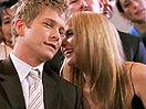 Wer ist das Mädchen, das mit Logan zu Emilys und Richards Hochzeit erscheint?