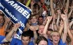Wo sitzt der Fanclub mit den Trommeln in der Jako-Arena?