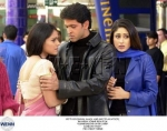 Auf welchen Namen reagiert Pooja in London?
