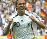 Wie alt war Lukas, als er sein erstes Tor für die deutsche Nationalelf erzielte?