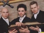Welche zwei Bandmitglieder wurden katholisch aufgezogen?