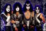 So, nun hast du es gleich geschafft, das ist die letzte Frage: Alle Band-Mitglieder sind KISS-Fans und kennen sich aus der KISS-Army Finnland