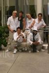 Erst mal eine einfache Frage =): Wie viele Jungs sind in der Band?