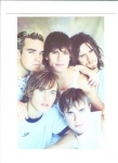Die Mitglieder der Band Take That hießen: Gary Barlow, Mark Owen, Howard Donald, Jason Orange und Robbie Williams