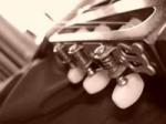 Hat er dir schon mal auf einem Instrument etwas vorgespielt und dabei auch gesungen?