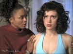 Was macht Phoebe mit dem Trank, den sie regelmäßig von der Seherin bekommt?