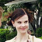 Lynette glaubt, dass ihr Mann eine Affäre hat und zieht mit ihren Kindern in ein Hotel, doch Tom erklärt ihr, dass das die Mutter seiner unehelichen