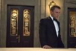 """Vervollständige den Satz, den Vesper im Badezimmer der Hotelsuite zu James sagt: """"Es gibt Dinnerjackets..."""