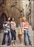 Wie heißt das erste Lied, das die Mädels in Spanien singen?