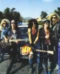"""Welche beiden späteren Bandmitglieder haben vor ihrem Eintritt zu GN'R bei einer Band namens """"Road Crew"""" gespielt?"""