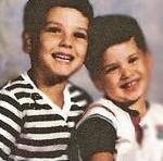 Mikeys jüngerer Bruder heißt Gerard.