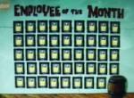 Was schenkt Patrick immer dem Mitarbeiter des Monats?
