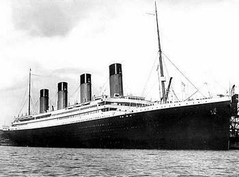 titanic das luxusschiff. Black Bedroom Furniture Sets. Home Design Ideas
