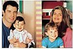 Welches Lied ist zu hören, als Mikey seiner kleinen Schwester die Hand küsst?