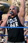 Jetzt die schwerste Frage: Stone Cold Steve Austin ist am 18. Dezember 1974 geboren.