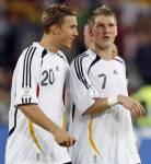 Mit wem ist Poldi bei der Nationalmannschaft gut befreundet?