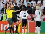 Für wie viele Spiele wurde B. Schweinsteiger nach seiner roten Karte bei dem Spiel Deutschland - Kroatien gesperrt?(Euro 2008)