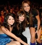Vor kurzem hatte Miley eine kleine Auseinandersetzung mit zwei Schauspiel-Kolleginnen. Mit wem?