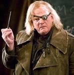 Was für einen Fluch hetzte Mad-Eye Moody Snape auf als der dsd Hauptquartier betritt?