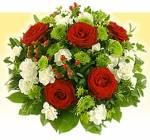 Sprotte schenkt Fred im 3. Teil einen Blumenstrauß für das Grab seines Opas.