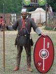 Du bist in der Lage, Waffen zur Selbstverteidigung/Jagd anzufertigen? (Speer anfertigen, Bogen anfertigen oder ähnliches...)