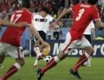 EM 2008: Im Halbfinale gegen die Türkei gelang der deutschen Nationalmannschaft ein Last-Minute-Sieg und zog ins Finale ein. Mit welchem Ergebnis bez