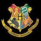 Was steht auf dem Wappen von Hogwarts?