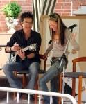 Welche Stars begleitete Anthony schon auf der Gitarre?