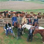 Wie heißen die 2 Farmen von Familie Ryan und Familie McLeod?