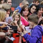 Ist Justin Rechts- oder Linkshänder?
