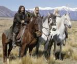 Wie heißt sein Pferd, dass er von Eomer ausgeliehen bekommt?