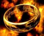 """Auf welcher Sprache steht der Schriftzug vom """"einen Ring""""?"""