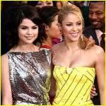Was für eine Augenfarbe haben Shakira und Selena Gomez?