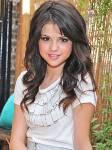 Wer Selena Gomez kennt, kennt sicher auch David Henrie(19).Doch in welcher Beziehung steht der Star zu der Sängerin?