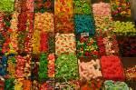 Fangen wir leicht an Welche Farbe haben die Süßigkeiten die Sally Percy immer mitbringt?