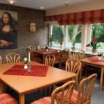 In Frankreich hängt die Mona-Lisa (original) in einem 5-Sterne-Restaurant hinter Panzerglas.