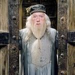 Das war schon ziemlich schwer, denke ich!Hat Dumbledore eine Narbe? Wenn ja, wo und welche Form?