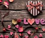 Liebe - Real oder nicht?Das Liebe ein Gefühl ist, weiß jeder.Doch ist Liebe überhaupt real?Man kann sie weder sehen, noch anfassen. Sie atmet und r