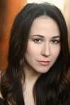 Lora Martinez-Cunningham = Thomas' Mutter