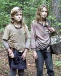 """Staffel 4: Wie nennen Lizzie und Mika jeweils ihre Spielgefährten (Mika die Puppe, die sie gefunden hat und Lizzie """"ihren"""" Beißer)?"""