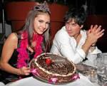 Was schenkte Damon Elena zu ihrem 18. Geburtstag?