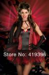 Schöne Vampirin mit sexy Kleid