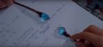 Was passiert wenn sich die blauen Kristalle berühren?