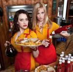 Wie können Max und Caroline verhindern, dass das Diner und ihr Cupcake-Laden zerstört werden?