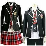 Selbstverständlich hat unsere Schule auch eine Schuluniform (s. Bild), welche so gut wie immer getragen wird. Ausnahmen sind natürlich die Ferien, d