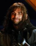 """Mit leicht verwirrtem Gesichtsausdruck komme ich schließlich bei den anderen an und setze mich sofort neben Kili. """"Was ist passiert? Was hat Elrond"""
